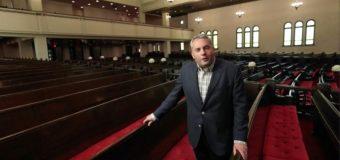 Leonard Cohen enregistre a la plus ancienne et la plus grande Congrégation traditionnelle ashkénaze au Canada.